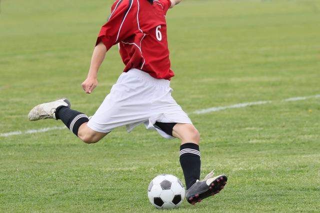 サッカーのシュートシーン
