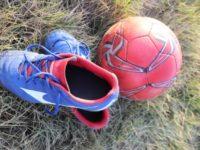 サッカースパイクとサッカーボール