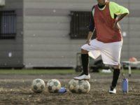 サッカーのプレーの幅を広げる逆足トレーニング