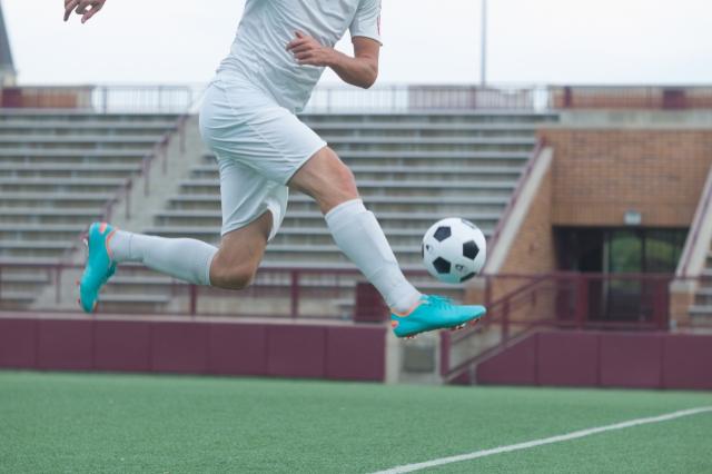 サッカー選手のボレーシュート